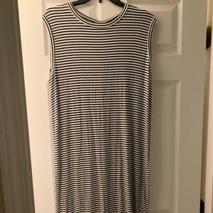 Long sleeveless black and white striped dress
